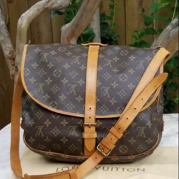 3da11ec89a79 Louis Vuitton Handbags - Authentic Louis Vuitton Saumur 35 shoulder bag